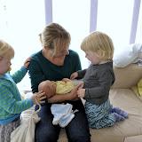 Så kom morbror Jonas, Maria og lille Sofie også lige på besøg.