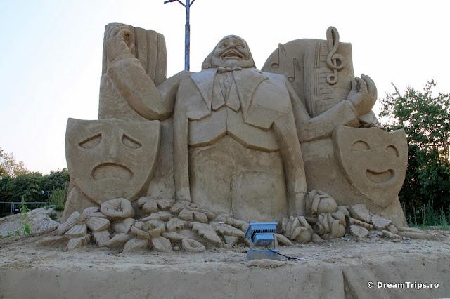sculpturi nisip Burgas Luciano Pavarotti.JPG