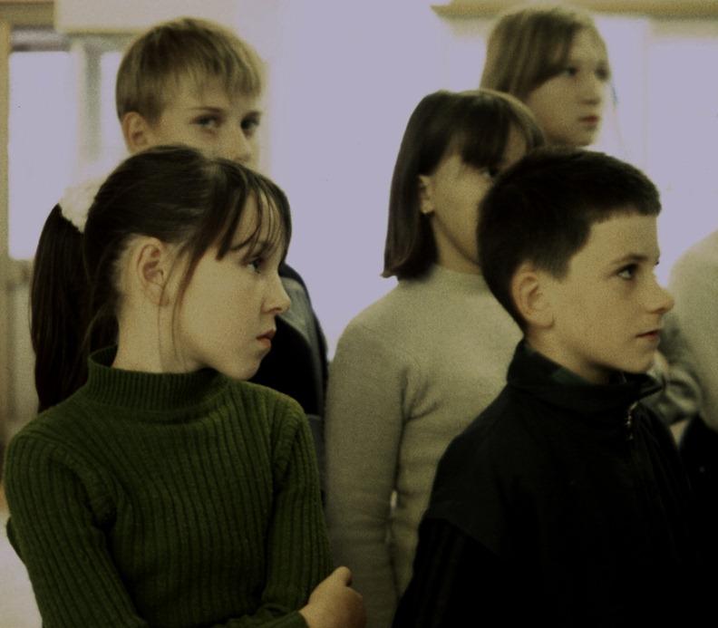 537 niños en un museo
