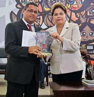 Brasília - DF, 09/12/2011. Presidenta Dilma Rousseff entrega o Prêmio Direitos Humanos 2011 na categoriaSanta Quitéria do Maranhão, Antonio Roberto Figueiredo Cardoso. Foto: Roberto Stuckert Filho/PR