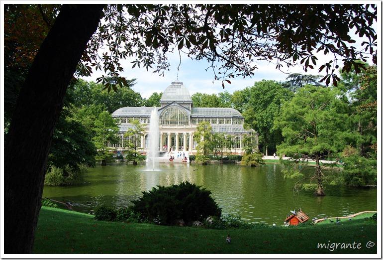 palacio de cristal - parque del retiro - madrid - desde el lago