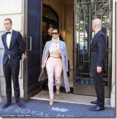 1412162295160_Image_galleryImage_Kim_Kardashian_leaving_he