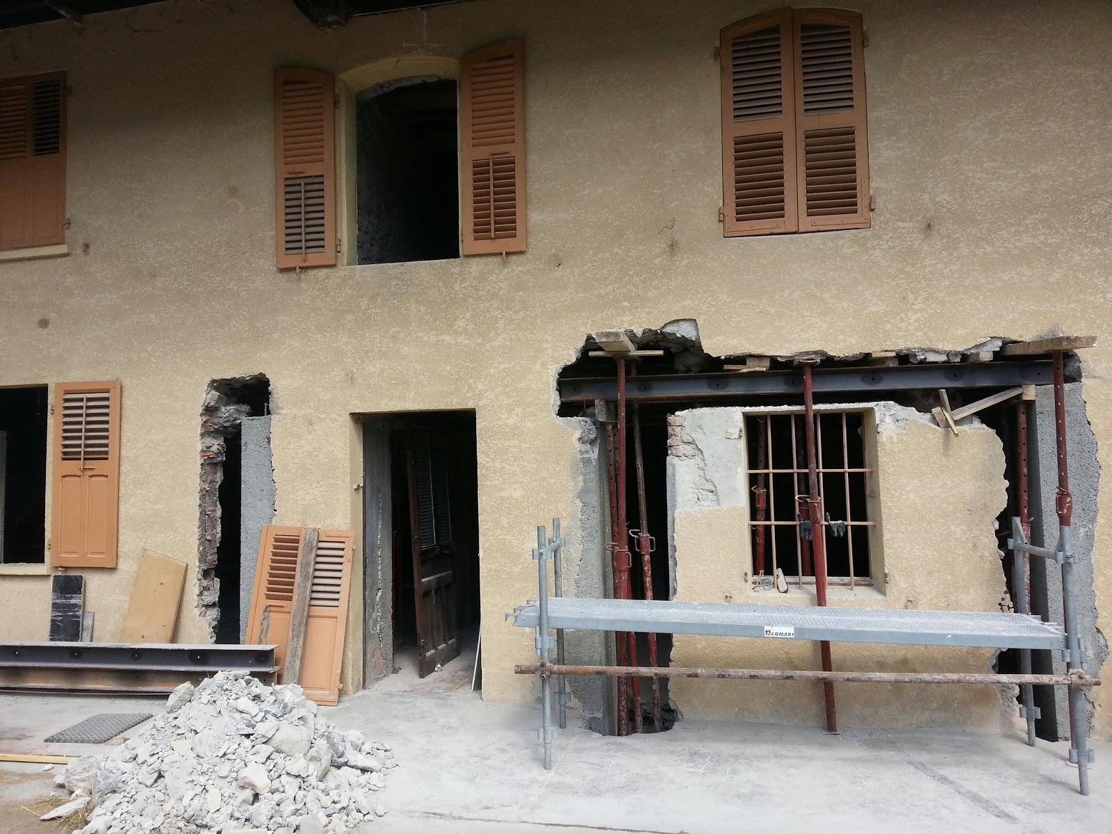Renovation d 39 une ferme a gilly sur is re 73 ouverture for Ouverture toit maison