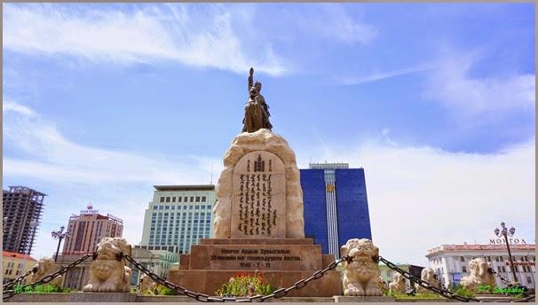 苏赫巴托尔纪念碑