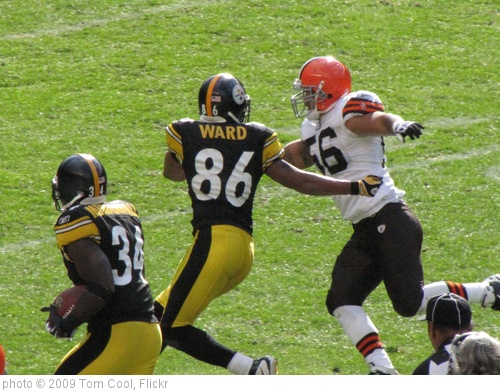 'Hines Ward blocks for Rashard Mendenhall' photo (c) 2009, Tom Cool - license: http://creativecommons.org/licenses/by-sa/2.0/