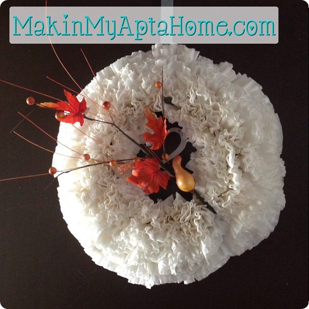http://makinmyaptahome.com/2013/09/my-fall-wreath.html