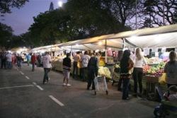 Feiras noturnas em Curitiba