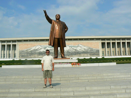 2008. Cu Kim Ir Sen in Coreea de Nord.JPG