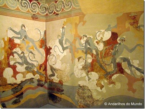 Paineis com macacos pintados nas ruínas de Akrotiri e expostos no Museu Arqueológico de Santorini