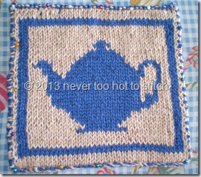 2010 double knit teapot potholder blue on beige