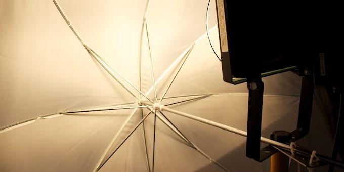 Baustrahler mit Durchlichtschirm