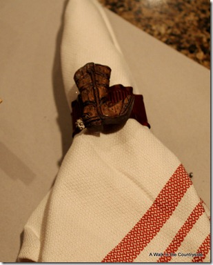 a walk in the countryside: make your own napkin rings from Christmas ornaments