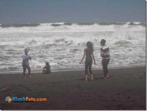 Ombak Pantai Baru Bantu Kisah Foto_07