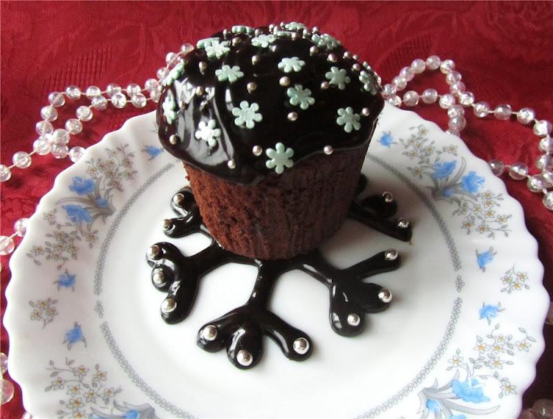 Украшения из шоколада для пирожных фото