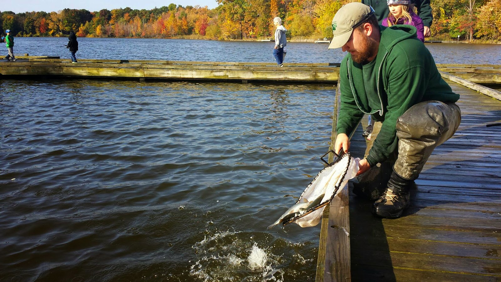 Lake metroparks fishing report granger pond at veterans for Fishing forecast ohio