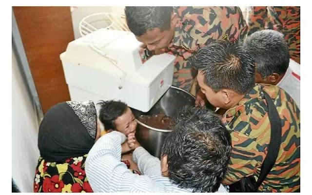 Bayi Nyaris Maut Tangan Tersepit dalam Mesin Adun Kuih