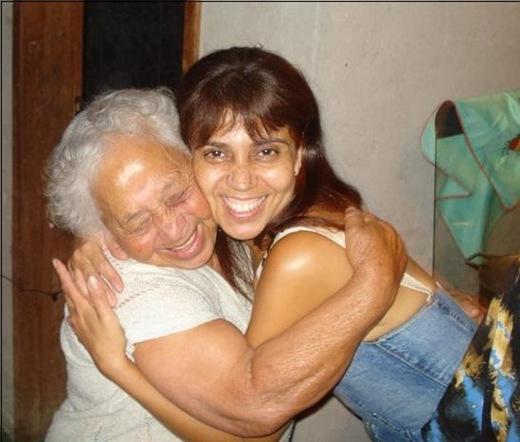 mamae e euse abraçando