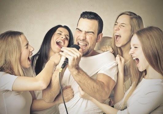 Karaoke Smart foto cantando