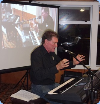 Guest artist, Murray Hancox playing the very latest Yamaha PSR-S950 keyboard. Murray is the Piano and Keyboard Manager for Atwaters MusicWorks in Auckland City. Obviously, Murray was telling us in this shot the size of the snapper he caught on a recent fishing trip!