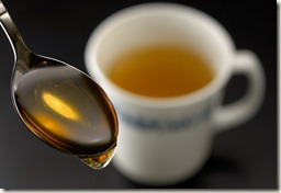 honey-and-lemon_remedies-ease-sore-throat