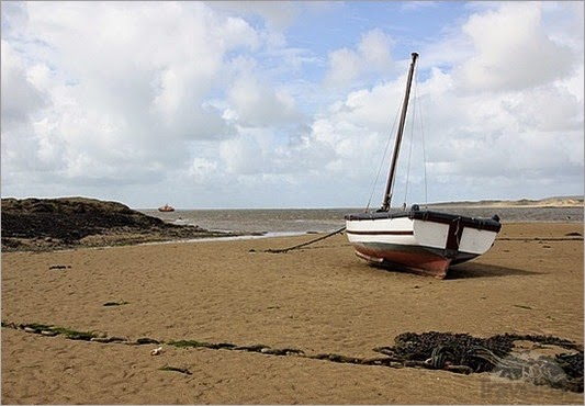 appledore-boat-they-moor-on-the-sand-padstow