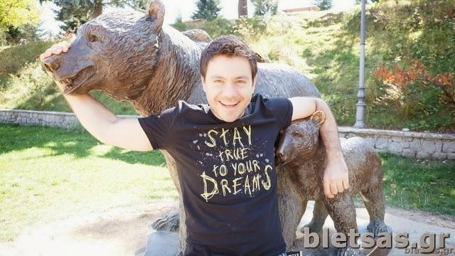 Το άγαλμα με τις αρκουδίτσες στο Μέτσοβο, το οποίο βρίσκεται μέσα στα βουνά της Πίνδου όπου κατοικούν πολλές αρκούδες!