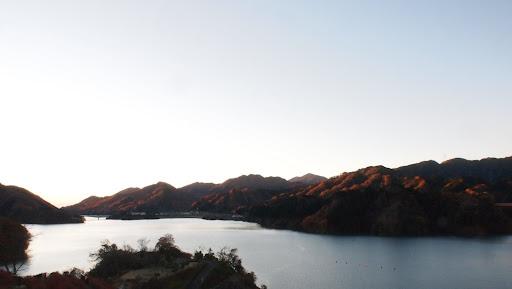 [写真]宮ヶ瀬湖の日の出