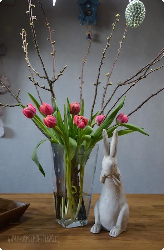 gefüllte Tulpen (01) mit Kirschblütenzweig und Peter Rabbit