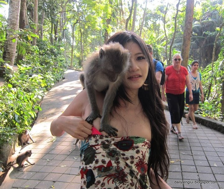 Charmian Chen exposed by monkeys