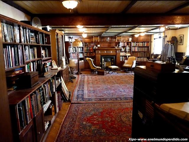 biblioteca-sherlock-holmes.JPG