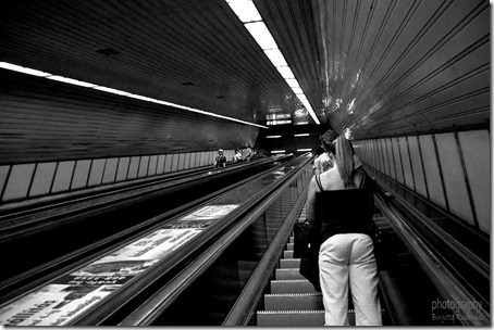 bw_20120814_escalator