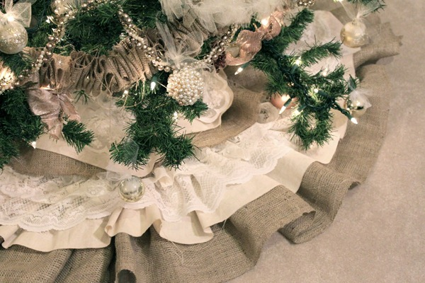 beautiful burlap and lace tree skirt tutorial by DIY Divas