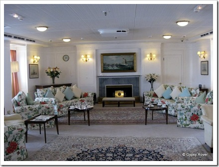 The Queens Family room, comfortable but not lavish.