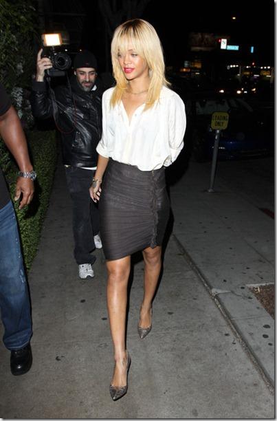 Rihanna Rihanna Heads Pizzeria Mozza SDuL-NCP8xwl