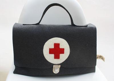18arzttasche 069