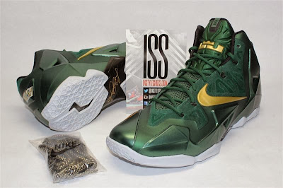 nike lebron 11 pe svsm away 4 01 Detailed Look at Nike LeBron XI SVSM PE Away Editon