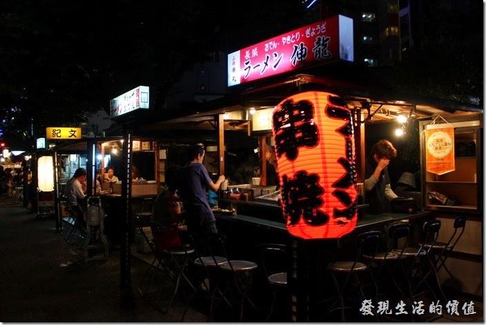 日本北九州-中洲屋台(路邊攤)。我們最後選了一家比較沒有人的攤子,想說這樣拍起照片也比較方面啦!