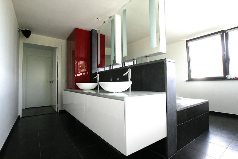 Badkamerkast met wit/rood hoogglans
