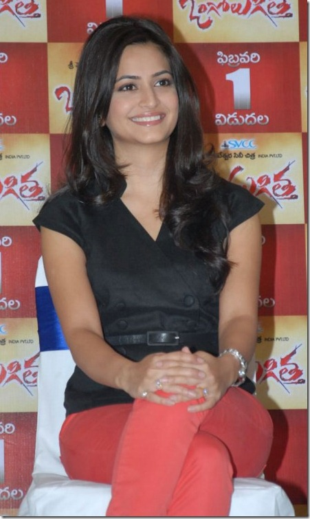 Actress Kriti Kharbanda at Ongole Gitta Movie Press Meet Stills