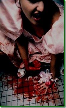 Wanita Bersalin Atas Jalan Lahirkan Bayi Sonsang