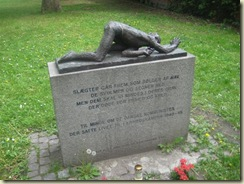 Memorial Statue 2 (Small)