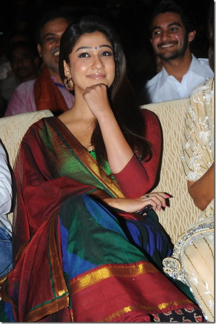 nayanthara-latest-gallery-at-santhosam-awards-2012-5