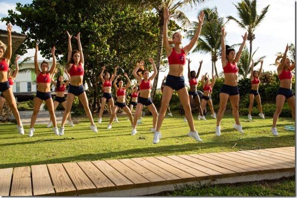 cheerleaders-swimsuits-calendar-21