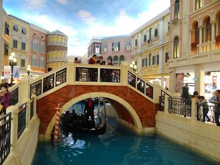 Pod peste canal