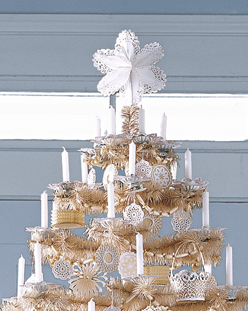 A doily tree topper looks beautiful on this pale gold tree. (marthastewart.com)