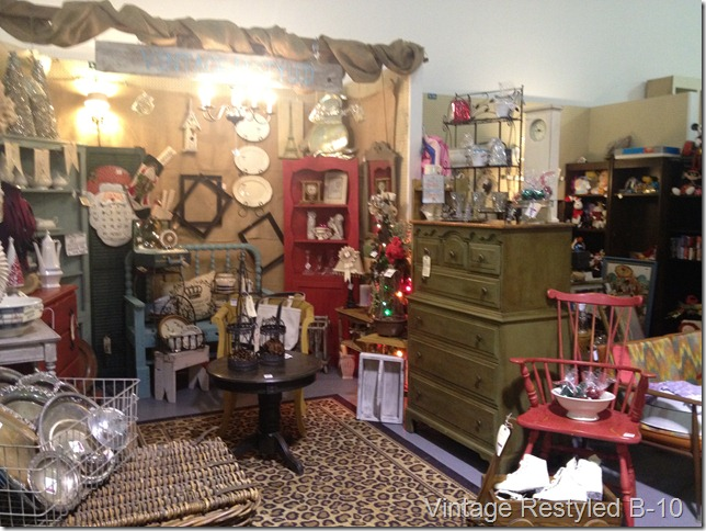 booth post armoire 041