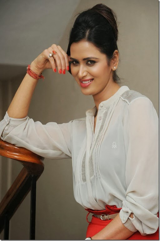 Meenakshi-dixit-latest-photoshoot-pics