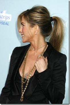 "Actress Jennifer Aniston arrives at the Los Angeles Premiere of the ""He's Just Not That Into You"" at Grauman's Chinese Theatre on February 2, 2009 in Los Angeles, California."