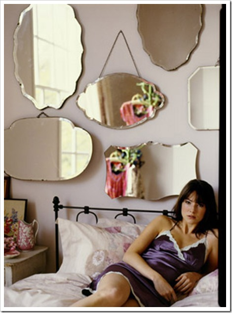 vários espelhos photo by polly wreford