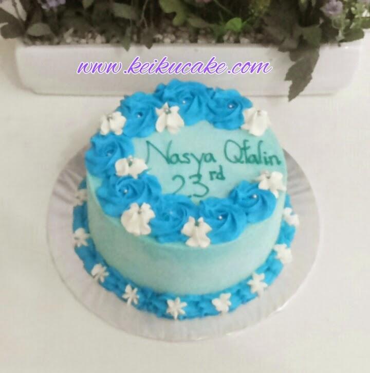 Keiku Cake Flower wreath blue buttercream cake
